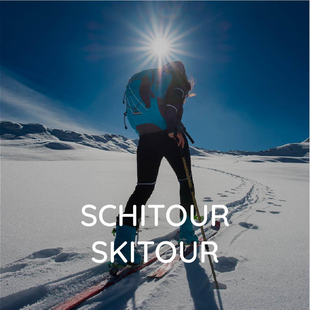 Ski tour group course